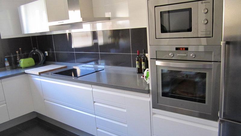 Cocina04 cocial tienda de cocinas en almeria for Cocinas blancas y grises fotos
